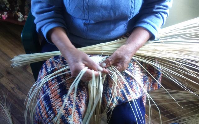 Hands weaving